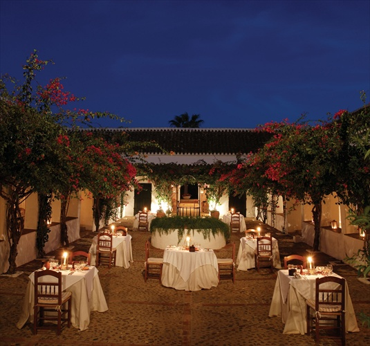 hacienda de san rafael sevilla dinner in courtyard