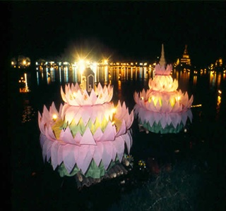 Thailand, Loi Krathong, Festival of Light flower raft